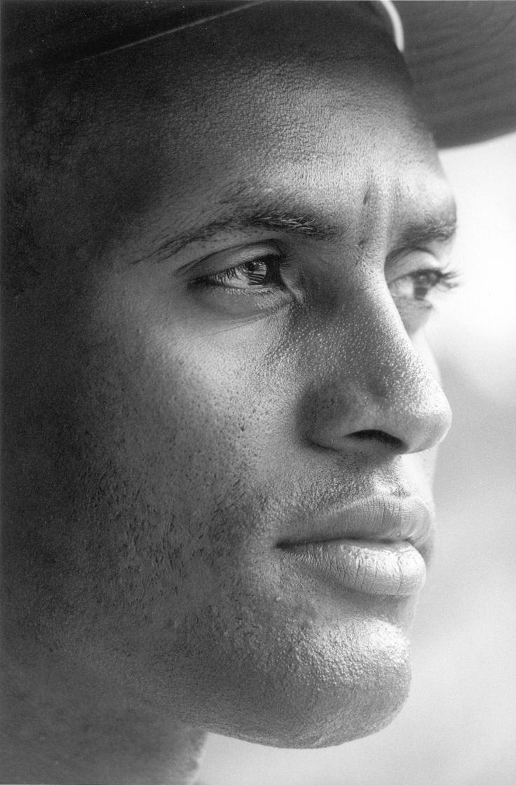Roberto Clemente photo by Neil Leifer