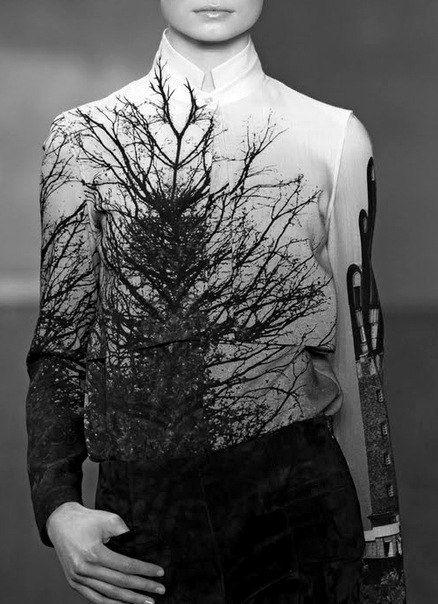 Chic shirt with dark nature print; runway fashion details