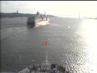 Queen Victoria - Bridge (Forward) Webcam / Camera 7.42 pm