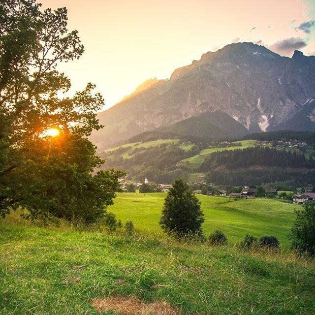 In Leogang, im Salzburger Land, habe ich sehr viele, schöne Urlaube verbracht. Ob als Familienurlaub am Bauernhof oder Wanderurlaub in den Leoganger Steinbergen Vielleicht habt ihr auch Lust euch auf das Fahrrad zu schwingen und die vielen Radwege zu erkunden? Diese Region bietet für jeden Urlauber etwas und lässt kaum Wünsche offen Den neuesten Blogbeitrag findet ihr hier: blog.reisezeitz.de . . . . #österreich #austria #travel #berge #travelpic #instapic #leogang #trekking #outdoo
