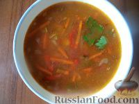 Фото к рецепту: Суп из зеленой чечевицы с помидорами
