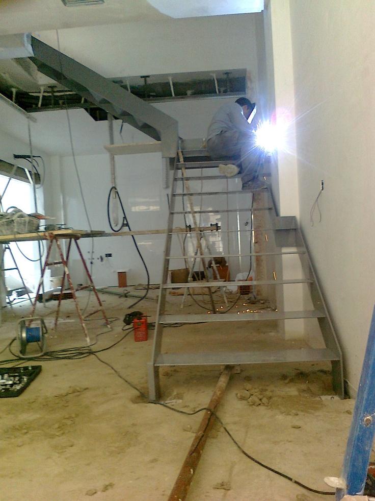 Instalaci n de escalera de hierro escaleras metalicas for Escalera aluminio plegable easy