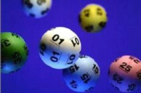 Was würden unsere Insel Freunde mit einem Lottogewinn machen? Da die Briten ganz viel Wert auf Mode legen, kommt es als keine Überraschung, dass viele von den mit ihrem Gewinn Designermode kaufen würden.