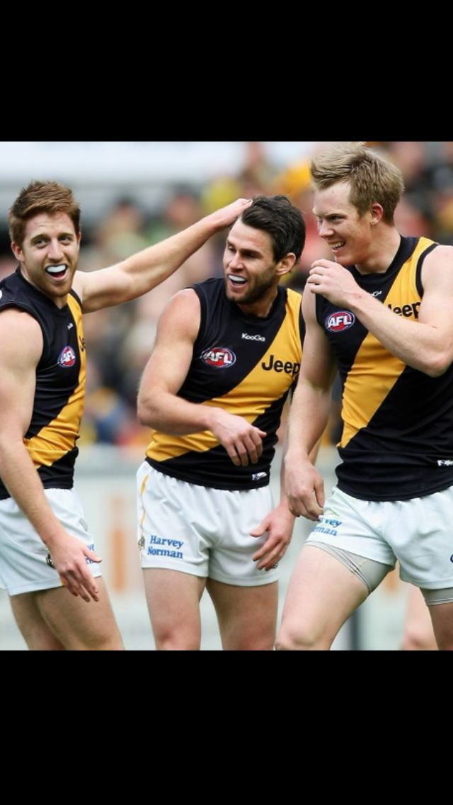 Yellow & Black - Oh we're from Tigerland!!! Richmond win against Hawthorn by 41 points :D #richmondtigers #afl
