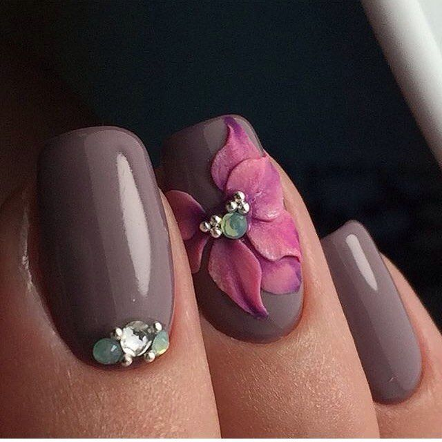 Grey/Flower Nails