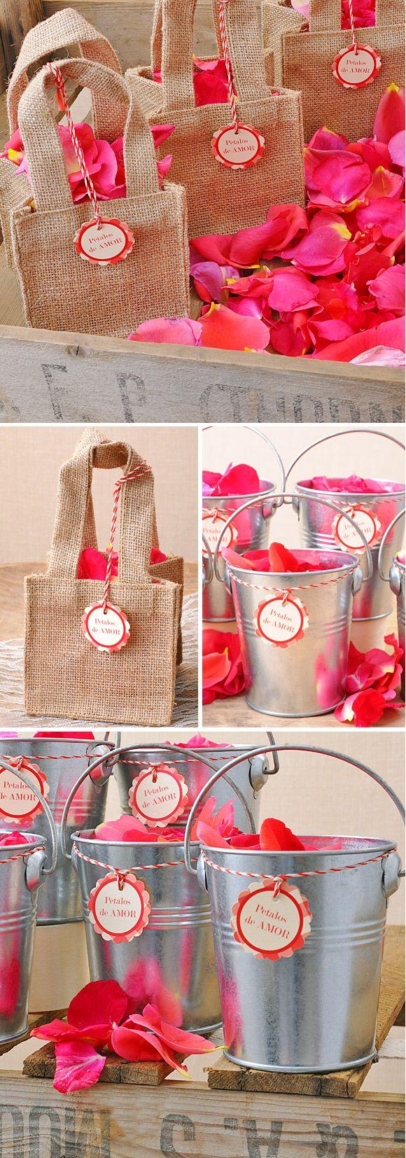 ideas muy sencillas para colocar los ptalos en vuestra boda bolsa de yute y