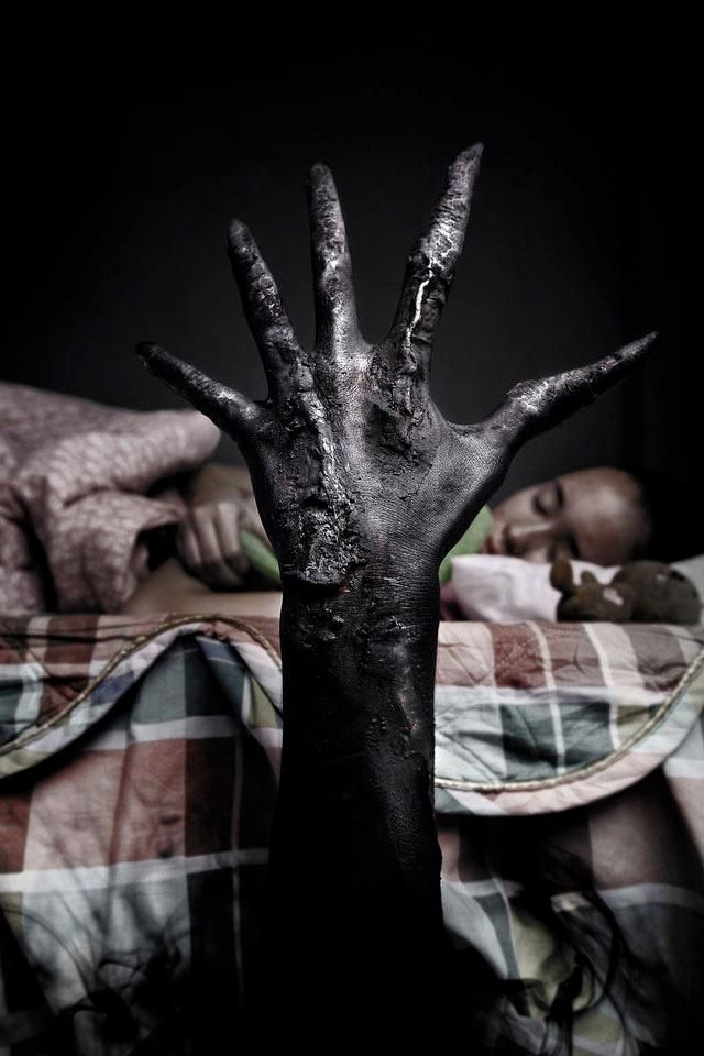 Repost in two minutes or this hand will kill you in your sleep tonight!<<< looks like a horror movie thing....