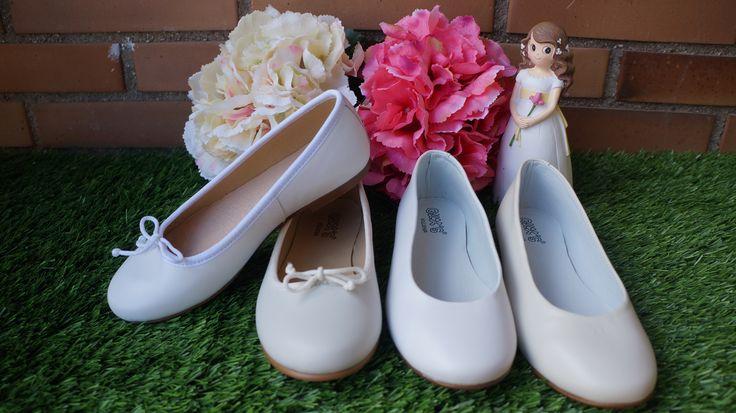 MANOLETINA o bailarina es un tipo de zapato para niña con estilo plano y muy sencillo, utilizado durante casi todo el año y se puedo combinar con estilo casual y elegante. #paje #arras #comunion