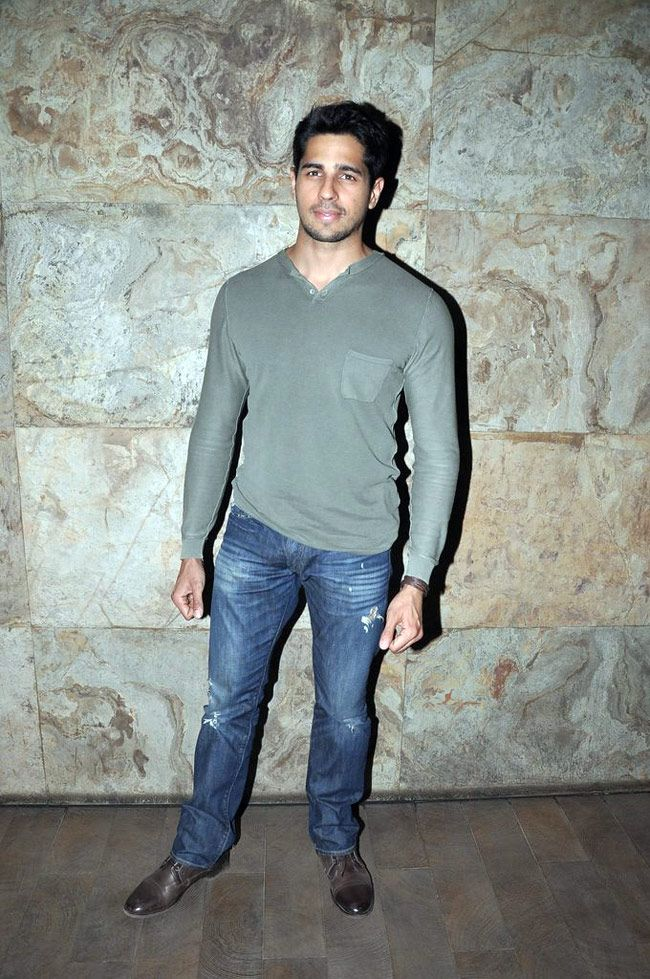 Sidharth Malhotra at Ek Villain trailer screening. #Style #Bollywood #Fashion #Handsome