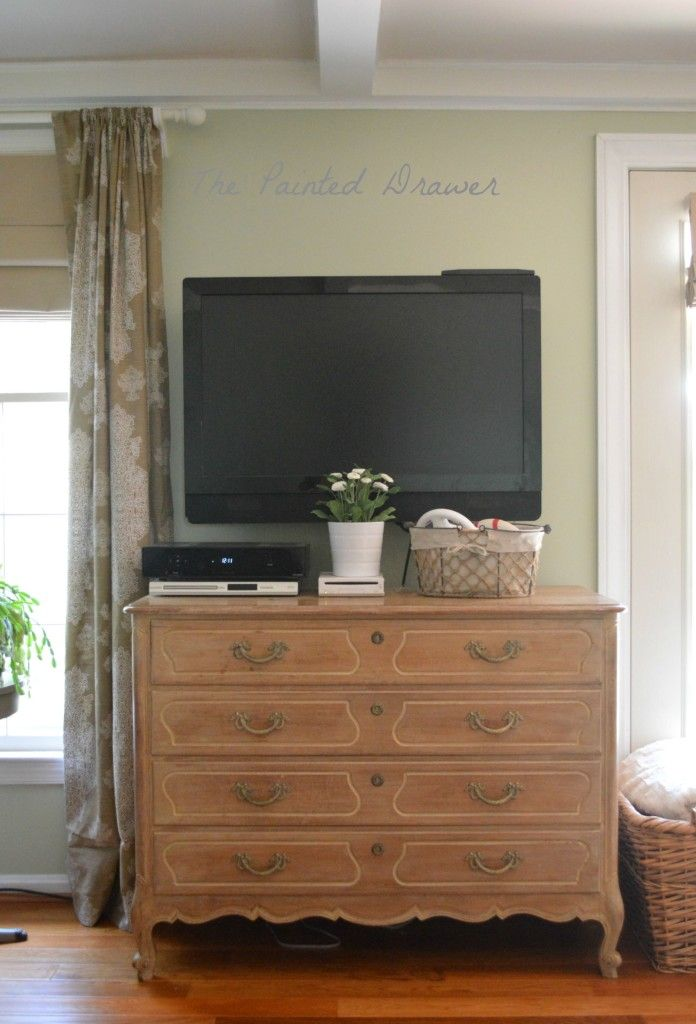Guilford Green Family Room www.thepainteddrawer.com