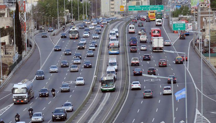 METROBUS EN LA AUTOPISTA. Mauricio Macri, acompañado de Horacio Rodríguez Larreta, María Eugenia Vidal y otros funcionarios presentan el Metrobus que corre por la Autopista 25 de Mayo de la Ciudad de Bs. As.