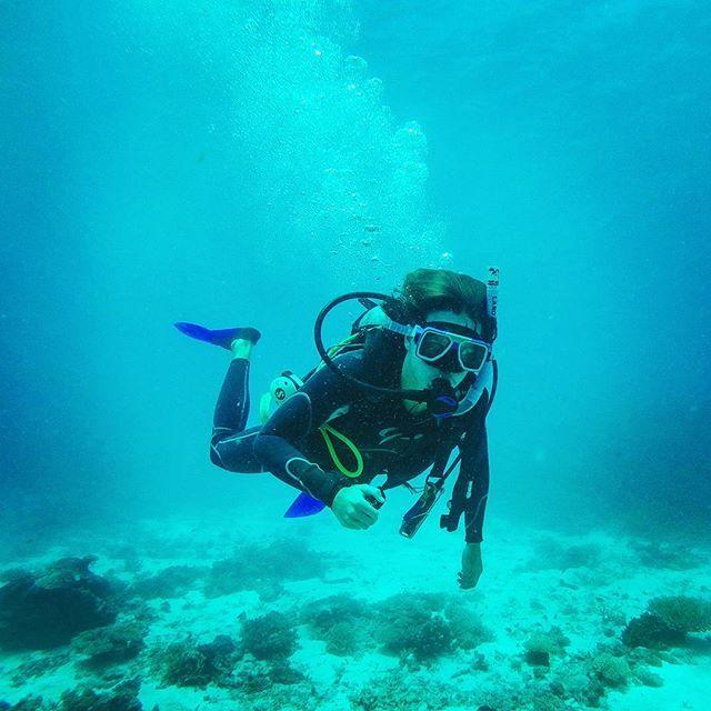 Efter väldigt många om och men fick vi oss ett dyk ute på stora barriärrevet samtidigt som vi numer kan titulera oss som Advanced Open Water dykare💪 Tackar och bockar nu av Australien för nu väntar Hawaii på oss🏄👊 #mäktigt #greatbarrierreef #ladymusgrave #backpacking