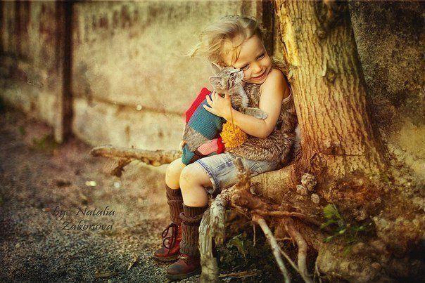 Не учите ребёнка быть богатым, учите его быть счастливым. Тогда, повзрослев, он будет знать ценность вещей, а не их цену.