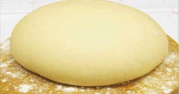 """Aluat """"Pooh"""" pe baza de iaurt – fara oua! Acest aluat se poate coace totul: pizza, placinte, briose (in aluat, puteti adauga vanilie, un pic mai mult zahar si un pic de margarina topita). Daca observati ca in 30 de..."""
