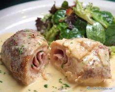 Aprende a preparar pechugas a la cordon bleu con esta rica y fácil receta. Podemos cocinar las pechugas de pollo de infinitas maneras pero, ¿las has probado a la...