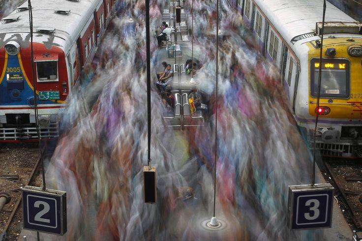Mumbay rush hour by Loki010