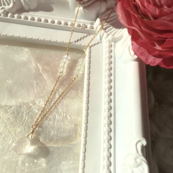 Pur ~ピュール~愛と美の女神アフロディーテの石ローズクォーツのネックレス。上品で淡くロマンティックなピンク色が愛らしいローズクォーツを、デイリーに使える華...|ハンドメイド、手作り、手仕事品の通販・販売・購入ならCreema。