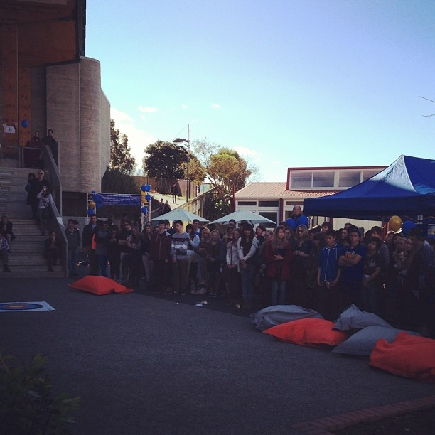"@masseyuni's photo: ""Crowd waiting for iPad prize draw! #masseyuni #openday #wellington"""