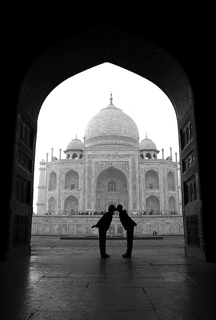 Kisses at the Taj Mahal - India. I want to do this with my future love.