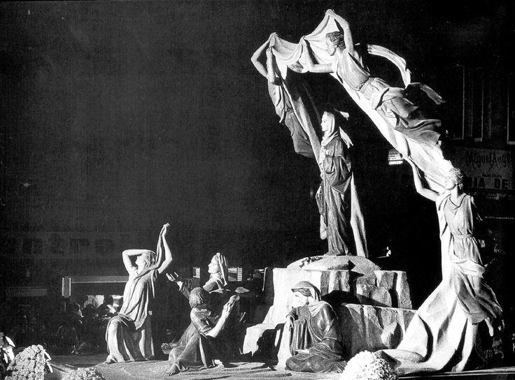 Este Paso se realizó en el año 1975 donde tuve el honor de participar trabajando en el estudio de Juan de Avalos, su destino ciudad de Malaga.