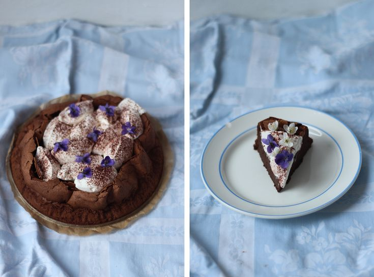 Děvče u plotny - Obláčkový čokoládový koláč s pomeranči a fialkami