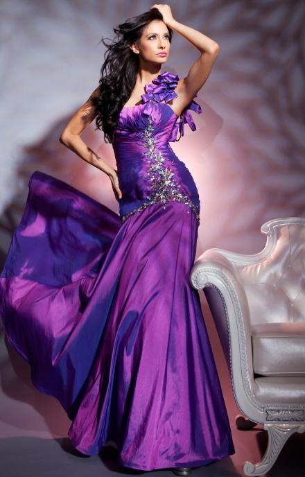 Whether flamenco or the tango is on tap, this dress from Tony Bowls 112557 Le Gala suits your style. The single strap sparks with a staccato string of little bows, and the offset array of gleaming beads from bust to hip adds fiery éclat. Micro tucks pull in a sinuous fit, and the flaring, hip to floor-length skirt accents each step.