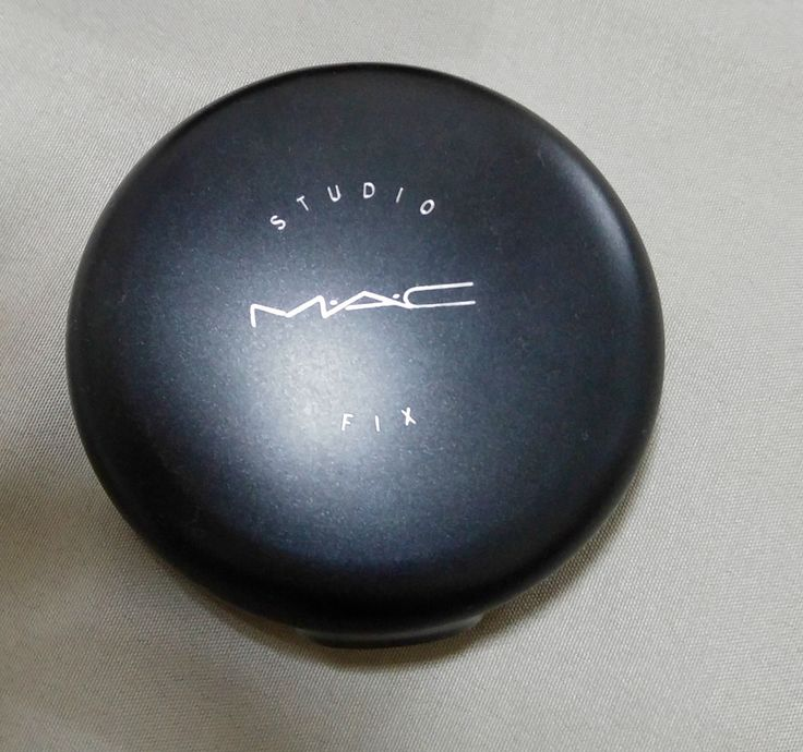 Hi My Lovely Girls, Hope you all are doing well! Today, I will be reviewing MAC Studio Fix Powder Plus Foundation <3