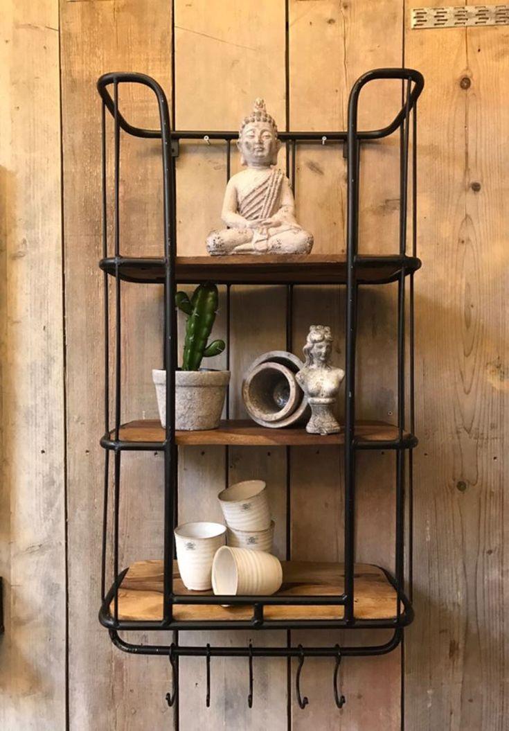 Dit industriële bakkersrek /  wandrek voorzien van stang en 5 verstelbare  haken.    Dit rek is voorzien 3 legplanken.    Het wandrek  plaats je  gemakkelijk in de keuken, woon- of werkkamer, of als extraatje voor op de slaapkamer.    Dit Wandrek is een mooie decoratie voor in je huis en zijn voor meerdere doeleinden bruikbaar.  afm 84 x 46 en 24 diep  kleur zwart vintage € 124.95 www.zuzzenzowonen.nl