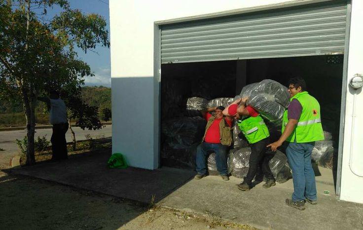 la entrega de apoyos del Fondo de Desastres Naturales (FONDEN) a los 33 municipios que fueron declarados por la Secretaría de Gobernación