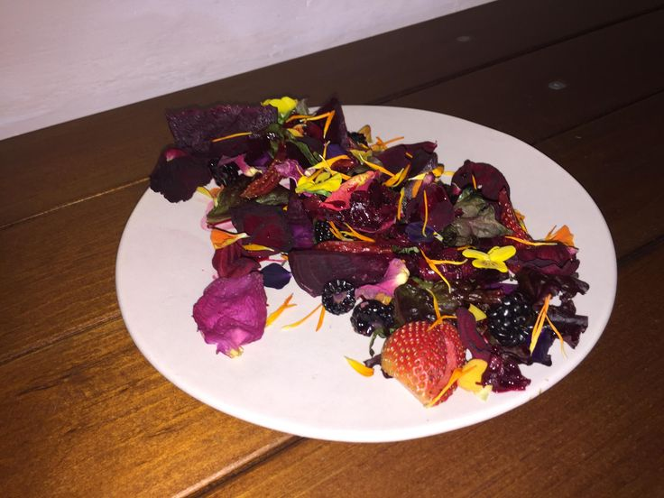 [Pro/Chef] Salad of caramelized roses sweet potato on the grill with strawberry jam edible flowers blackberries and strawberries.
