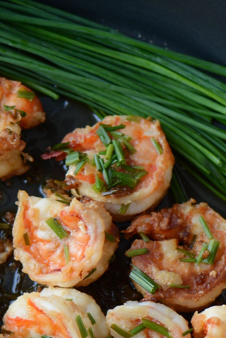 Shrimps with olive oil and garlic. Healthy and easy to make. This recipe can be cooked very quickly and with little effort.