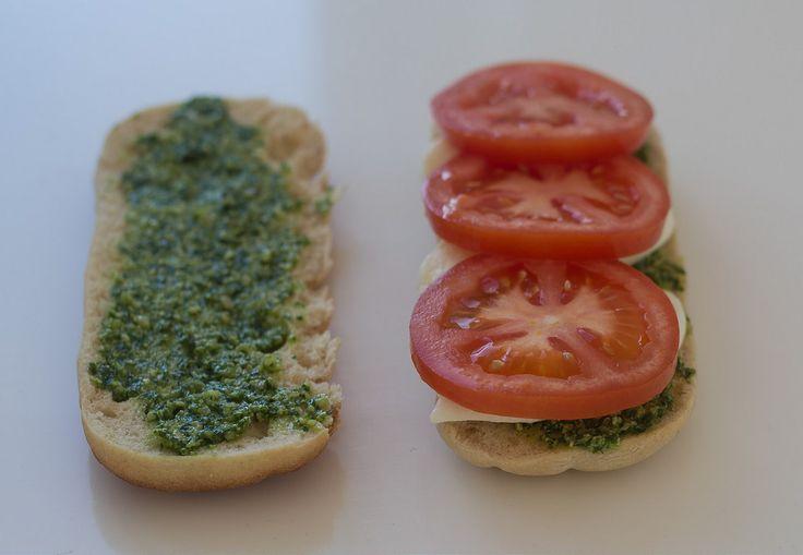 Recipe for grilled sandwich with Chicken, Pesto and Mozzarella