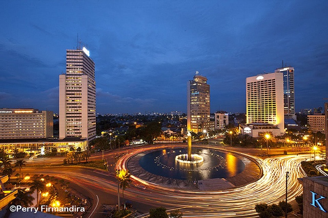 Superb shot by Mr Perry Firmandira of Jakarta Welcome Statue (Tegu Selamat Datang), the round-about
