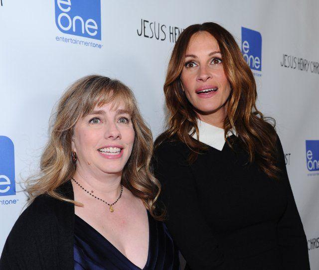 Julia Roberts and Lisa Roberts Gillan