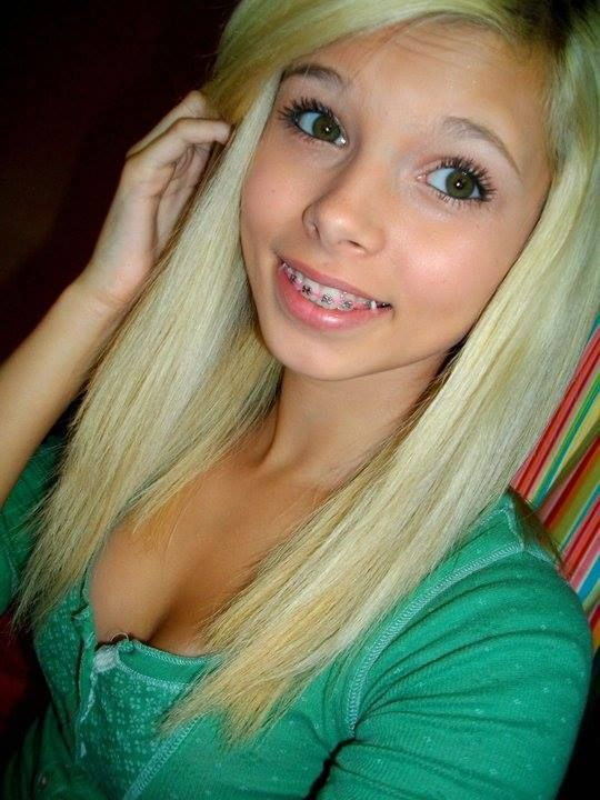 Cleavage pretty teen girls
