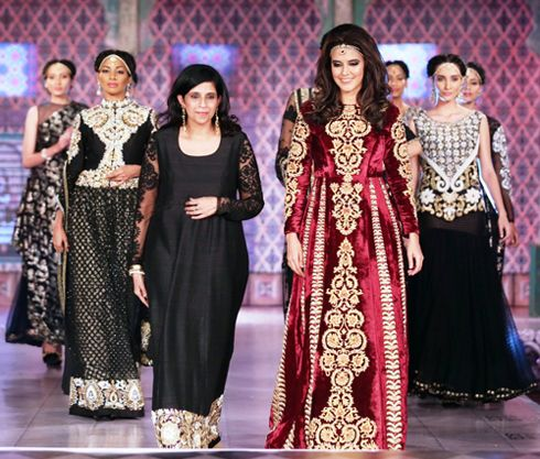 Bringing the grandeur, glamour and the craftsmanship from the land of the Nawabs, ace designer Niki Mahajan showcased her new couture collection at hotel Le Meridien, as she marked her return to the Couture ramp. The five segments of this collection which the show was divided into, namely- Ecru-Birth, Jewel-Adolescence, Vermilion-Wedding, Vintage-Exile, Noir-Death, each took inspiration from a different phase of the life of Begum Hazrat Mahal.