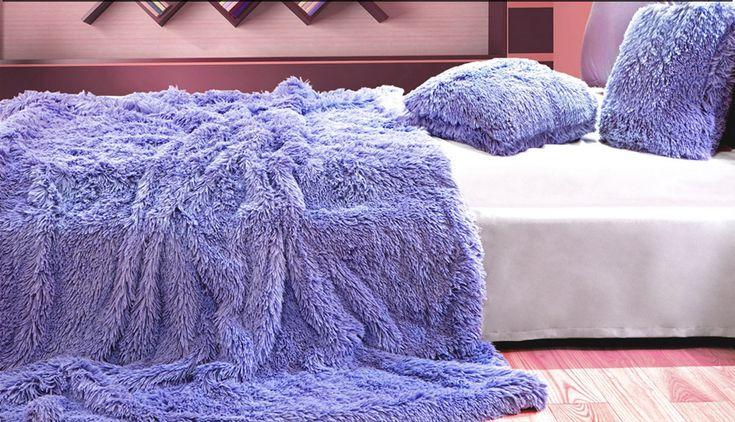 Włochate koce do sypialni w kolorze fioletowym