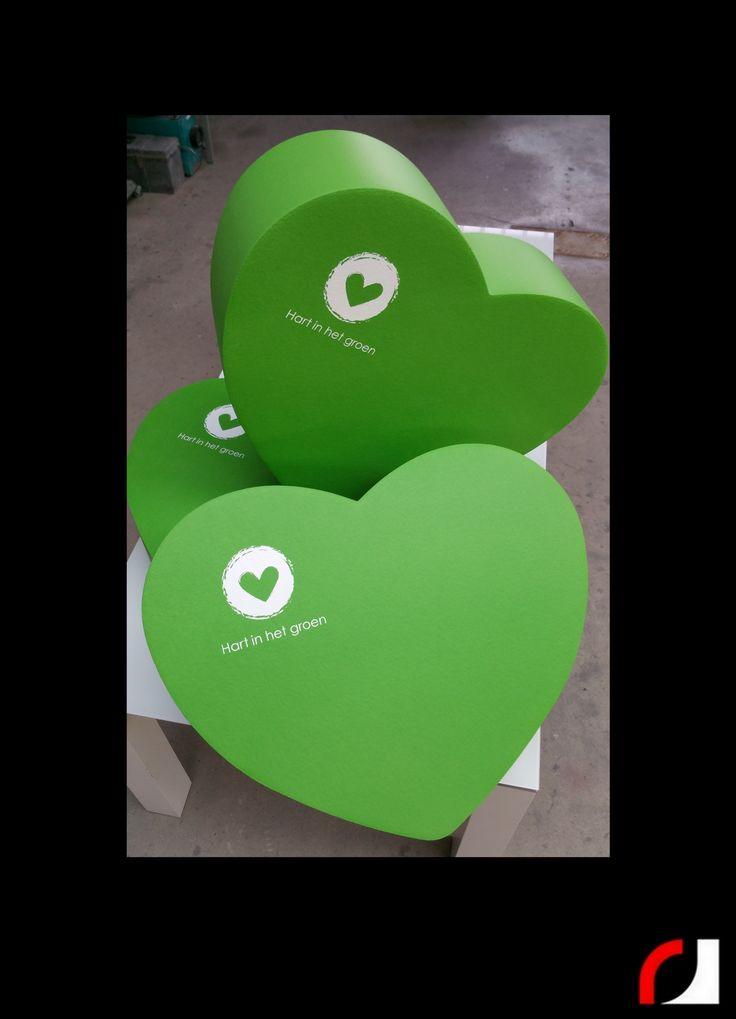 Ter promotie van het project 'Hart in het Groen' van de Provincie Limburg, mochten wij hartjes van Foamlife | By Rolf Jurgen maken!  Foamlife | By Rolf Jurgen  Eyecatcher! Poefjes in alle vormen en kleuren, logo's van uw bedrijf zijn ook mogelijk!  Wat is Foamlife | By Rolf Jurgen? Foamlife voelt aan als Leder, ziet uit als een combinatie van leder en rubber en voelt uiterst aangenaam aan. De coating is 800% rekbaar, uiterst slijtvast, waterafstotend maar kan ook waterbestendig gemaakt…