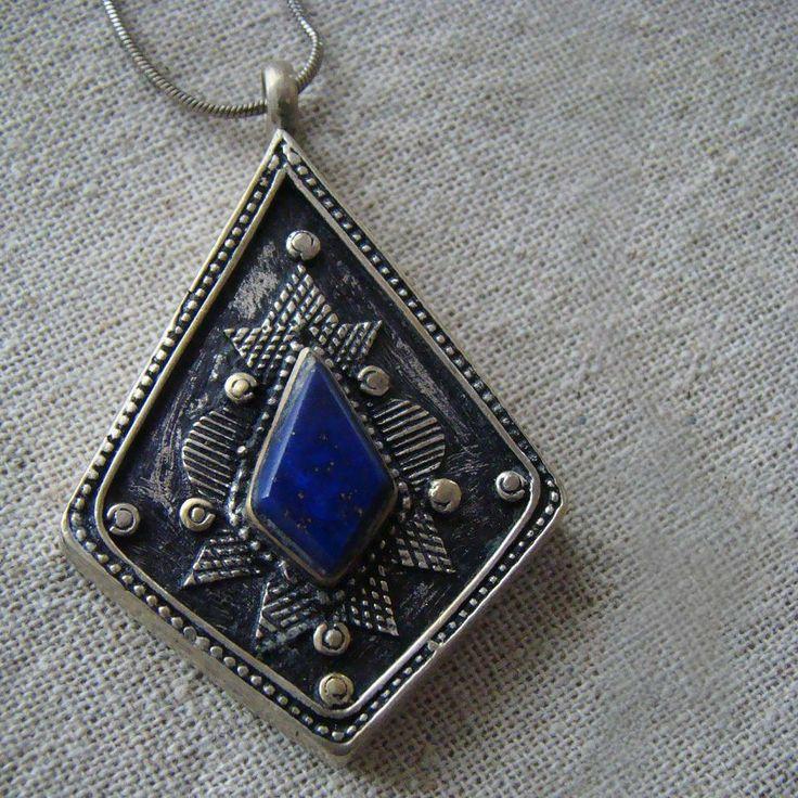 Piękny, ręcznie wykonany wisiorek z lapis lazuli
