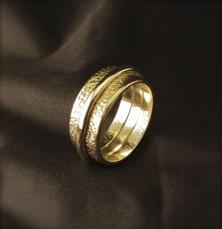 Gouden Herenring, vervaardigd van 2x trouwringen. www.goudsmidmargriet.com