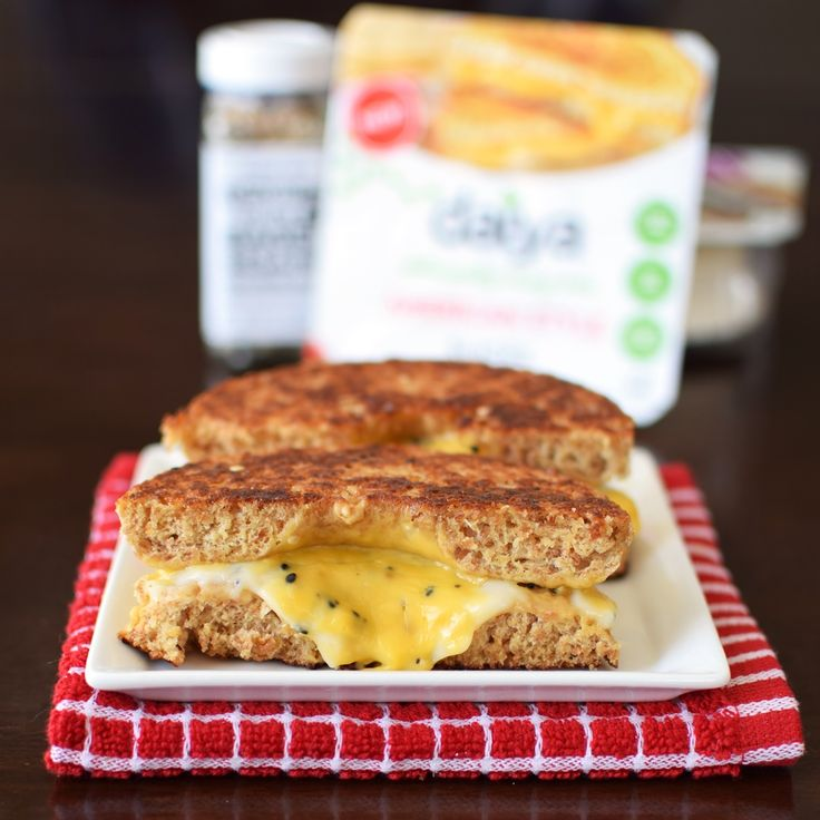 This easy, deliciously dairy-free grilled cheese bagel recipe is cooked inside out & spiked w/ everything seasoning. Plus the NEW vegan products from Daiya.