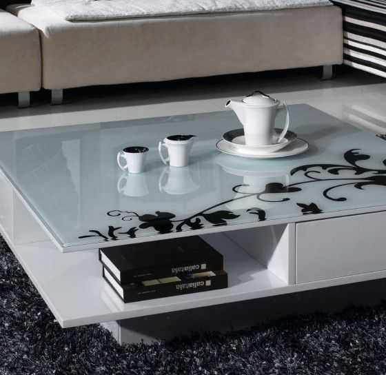Tavolino+da+salotto+bianco - Tavolino+da+salotto+in+legno+moderno+con+decorazioni+eleganti.