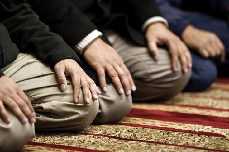 3 Tips Agar Pahala Sholat Dilipat Gandakan Saat Bulan Ramadhan!! - Dalam menjalankan sholat tentunya ada beberapa hal yang harus diperhatikan, agar sholat k...