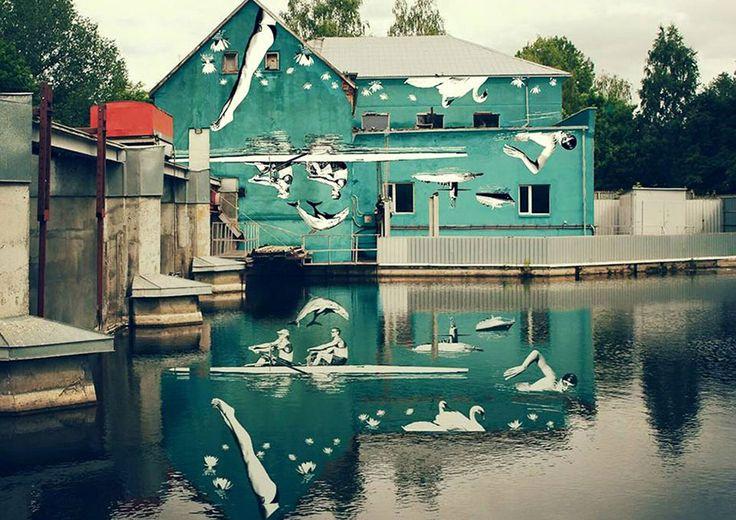 L'artista lituano Ray Bartkus ha dipinto qualcosa di veramente particolare: infatti la sua opera è stata dipinta volutamente capovolta, si rivela correttamente quando si riflette sull'acqua. http://restreet.altervista.org/lopera-vista-riflessa-nellacqua/