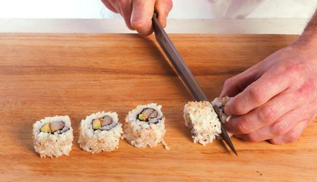 Gleden over god sushi starter lenge før man setter seg rundt bordet. Slik holder du sushiverksted.