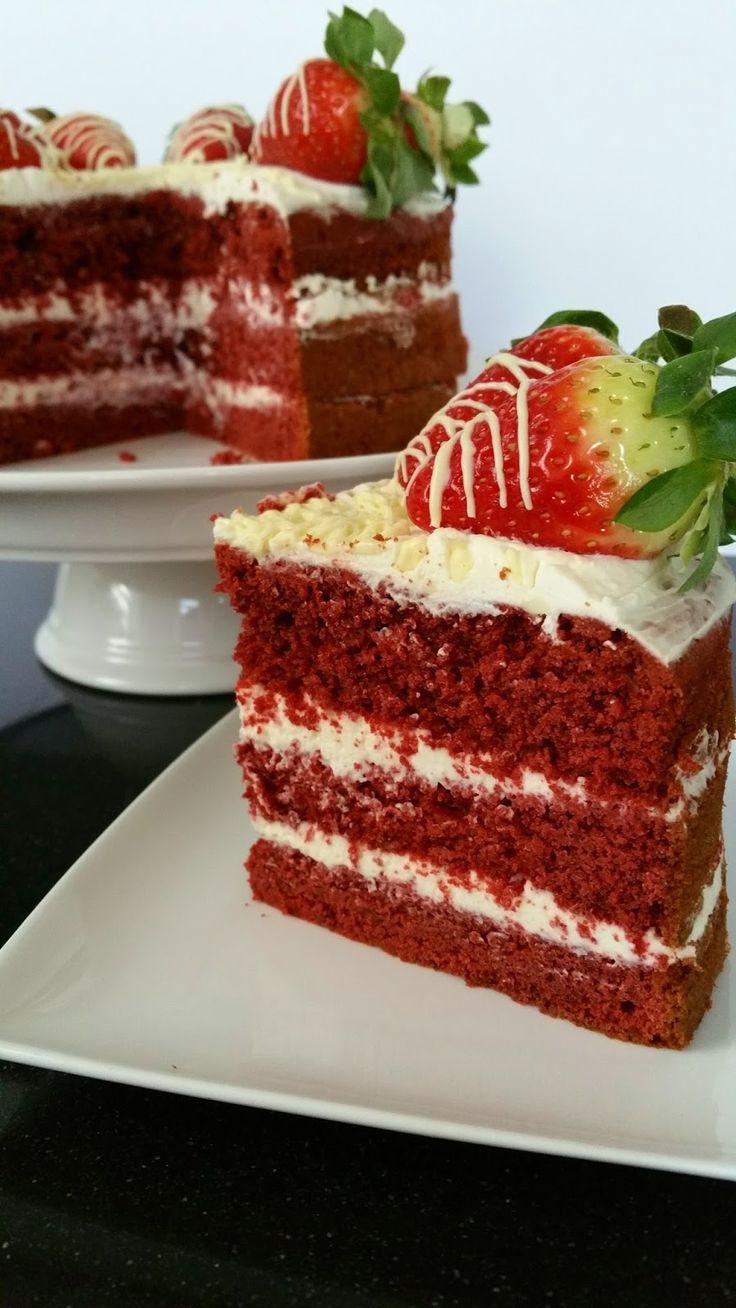 Ellouisa: Red velvet taart met witte chocoladeroom en aardbeien