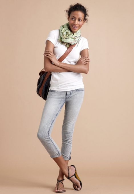 Gotta love a simple outfit of jeans, a white t-shirt, and a scarf. #Comfy #Summer #Outfit