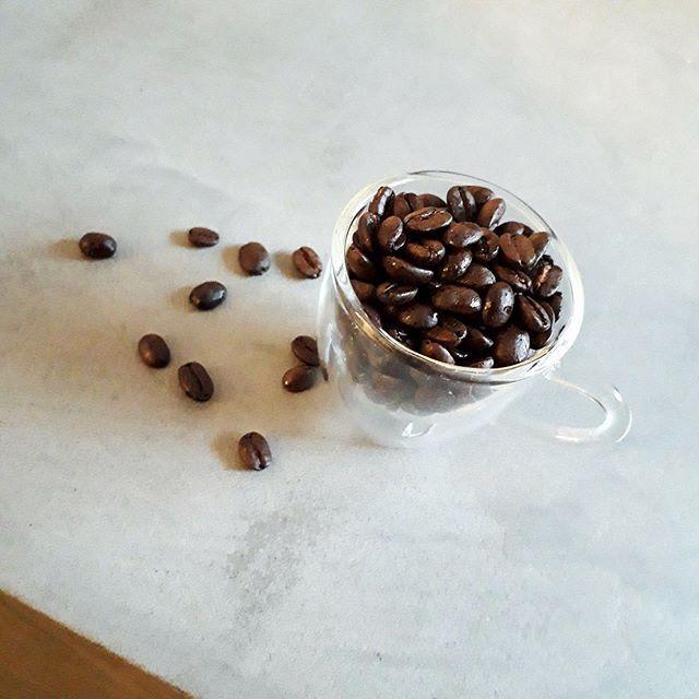 ウガンダ マウントエルゴン 中煎りで苦すぎず酸っぱ過ぎずバランスの良い豆 温度が下がると甘さを強く感じるのが特徴的毎日飲んでも飽きない豆 でデイリーでお買い求めになられる方も多い人気のコーヒー豆です コーヒー豆 Kanondo Coffeeba Food Coffee Beans Red
