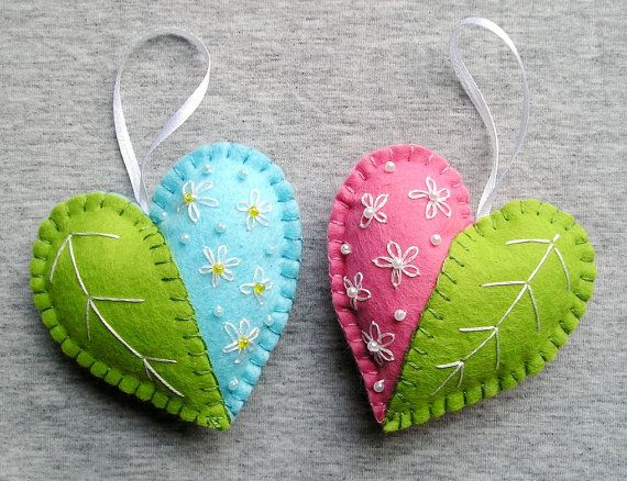 Spring Hearts Felt Ornament flowers handmade embroidery Handing, easter decoration, home decor, green pink blue white Más