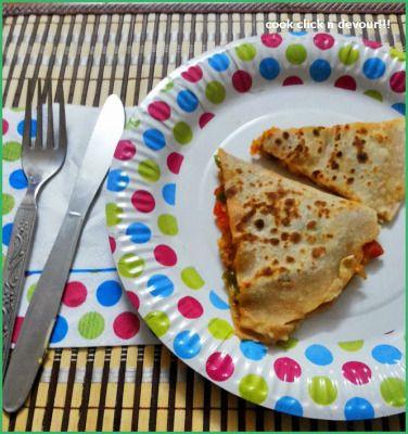 easy quesadilla recipe: Veg quesadilla recipe with homemade wheat tortilla,recipe @ http://cookclickndevour.com/quesadilla-recipe-with-homemade-tortilla